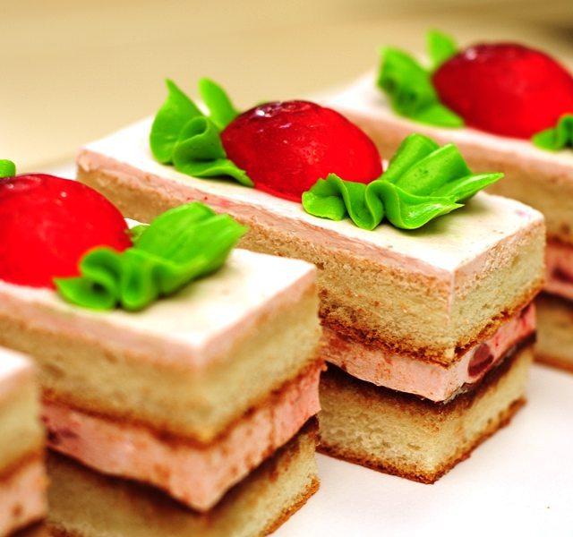 пирожное Клубника с шоколадом